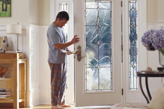 steel-entry-door-open-with-man-pella_ar1_jpg_570x380_q85